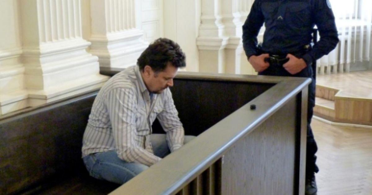Фото Поддельные счета: житель Литвы украл у Google и Facebook $123 млн