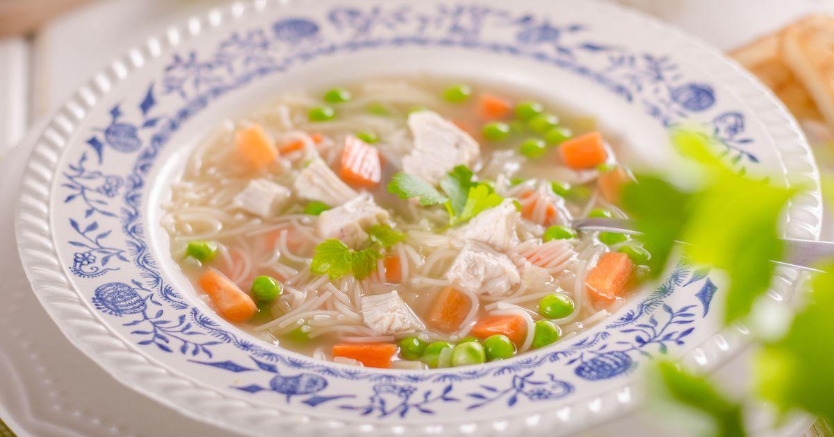 Фото Куриный суп с вермишелью и молодым горошком
