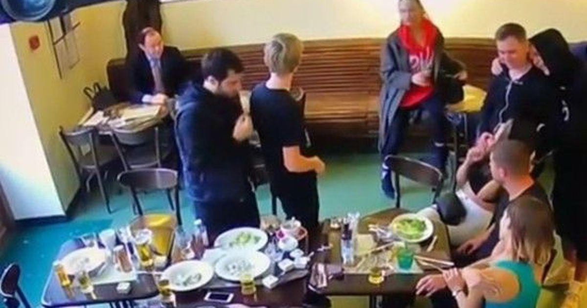 """Фото Мать Кокорина выложила """"мирное"""" видео из кафе с """"негативным"""" Паком"""