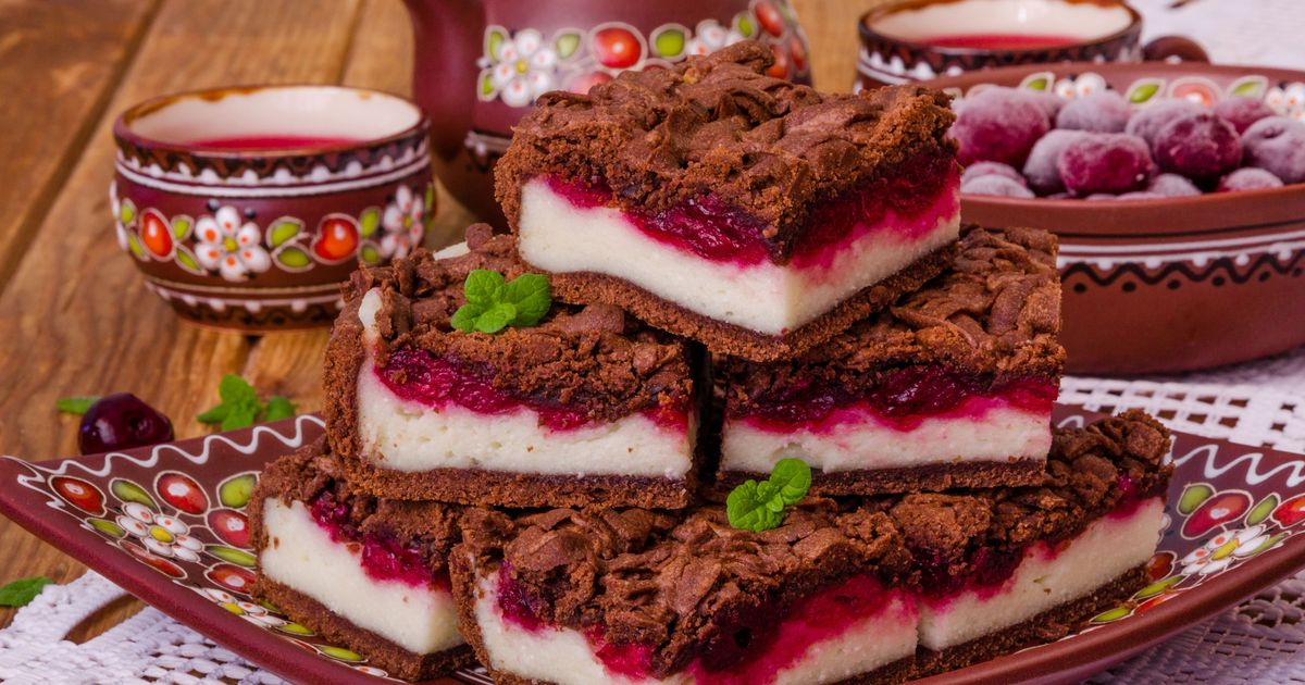 Фото Шоколадный пирог с вишней и творогом