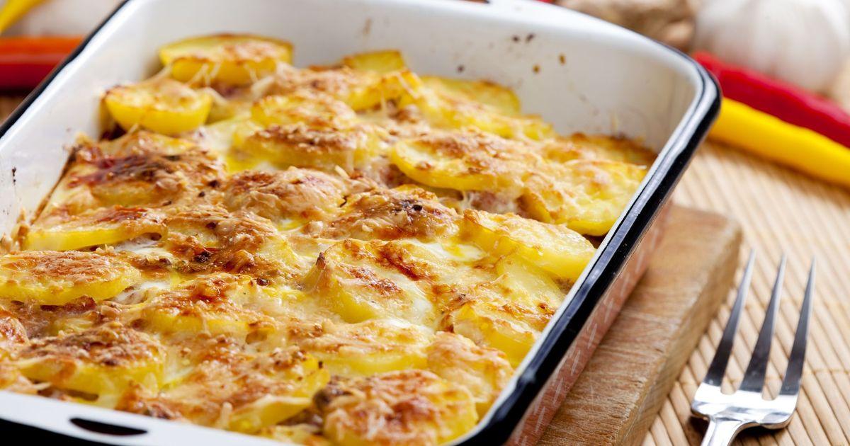 Фото Запеченный картофель с мясом под сливочным соусом