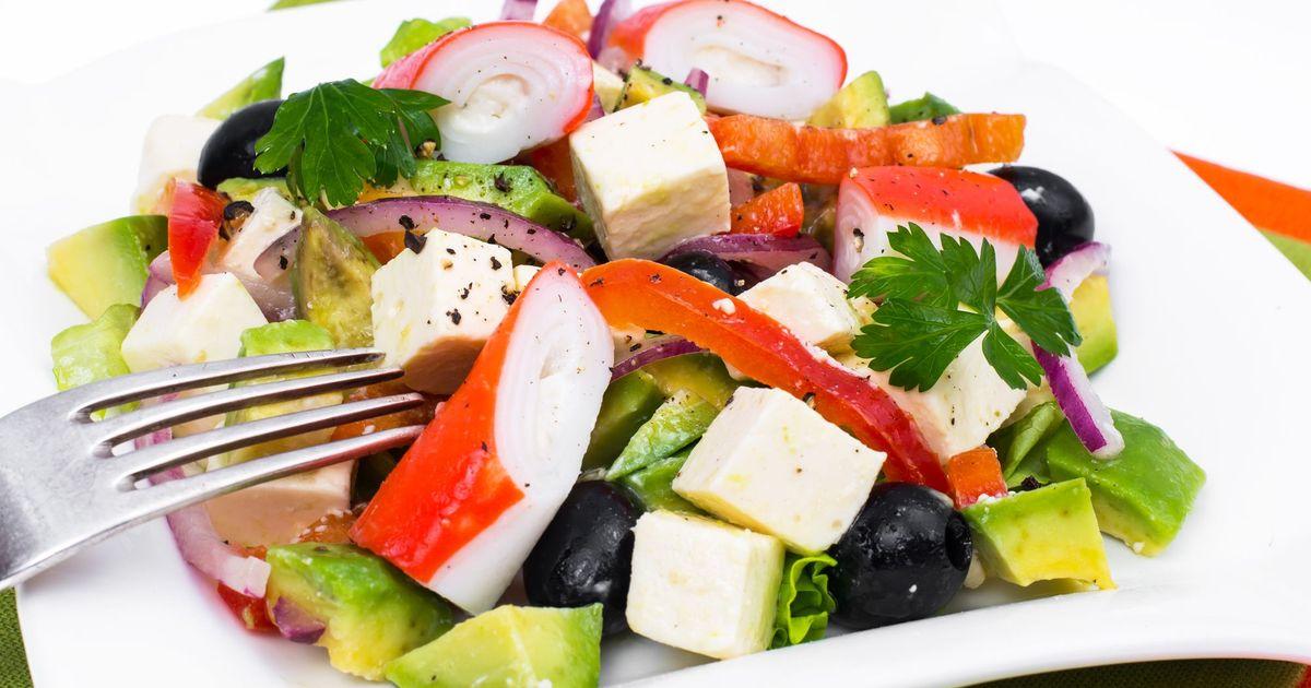 Фото Крабовый салат с авокадо