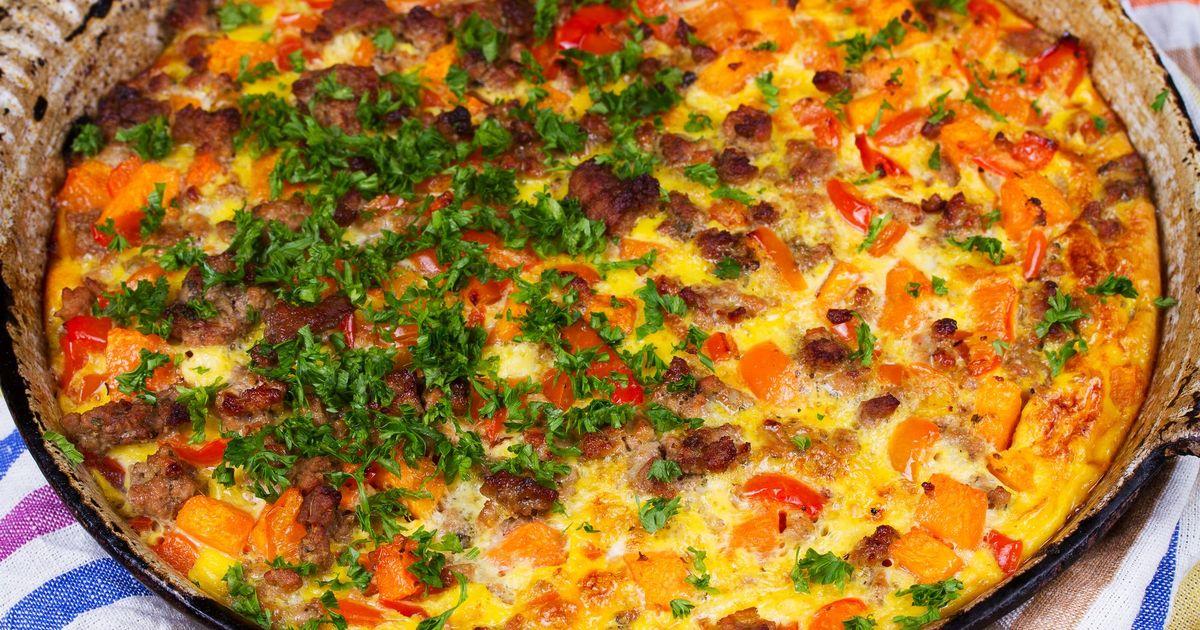 Фото Картофельная запеканка с помидорами и беконом