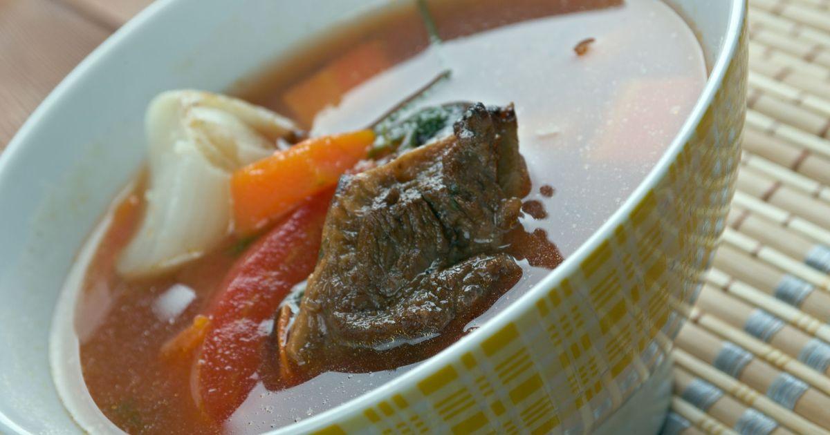 Фото Шурпа - это невероятно вкусный суп родом с Востока. Он имеет множество вариаций приготовления, сегодня мы хотим вам предложить наш рецепт. Такая шурпа будет готовиться на бульоне из говядины, суп получится густым, жирным, насыщенным ароматами