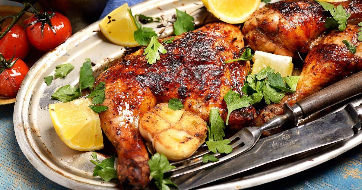 Фото Жареные куриные окорочка с лимонным соком и чесноком