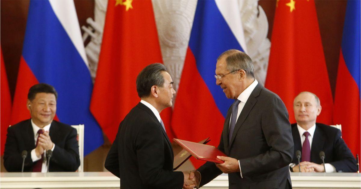 Фото Братья навек? Лавров: бояться засилья китайцев России не нужно, это миф
