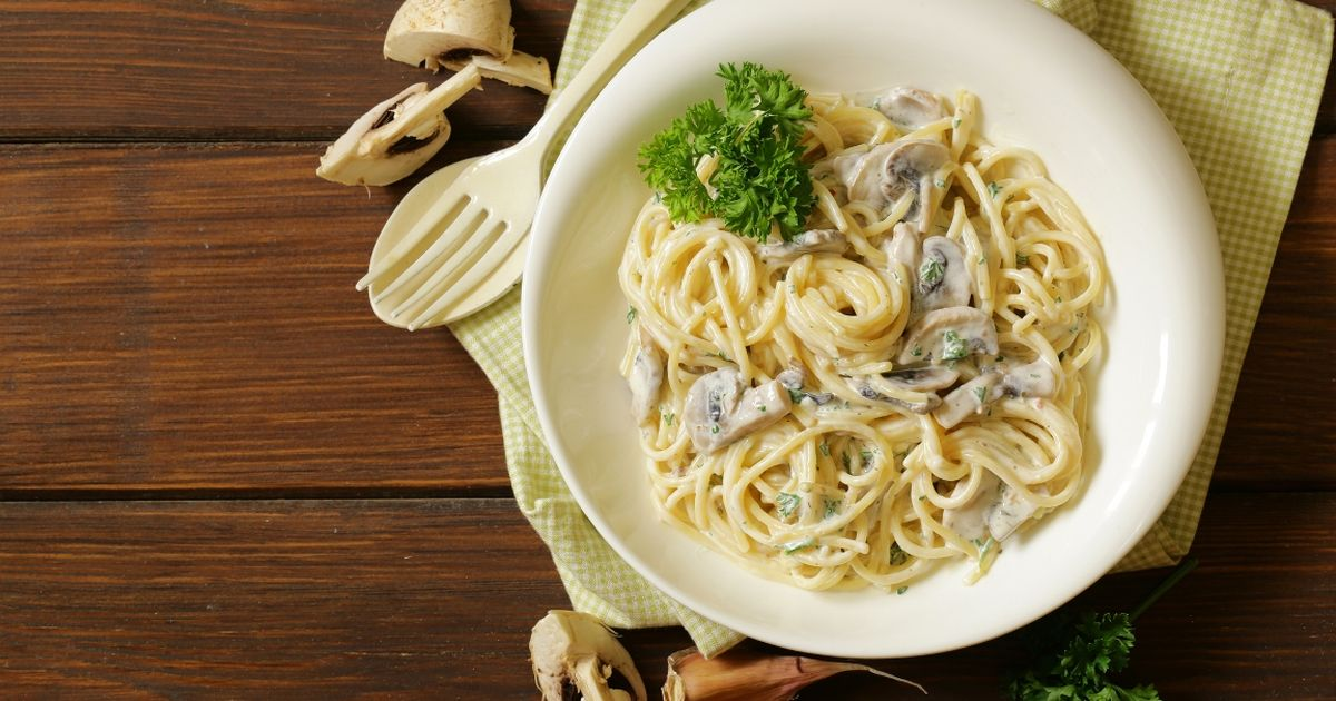 Фото Вкуснейшие спагетти с грибами в сливочном соусе