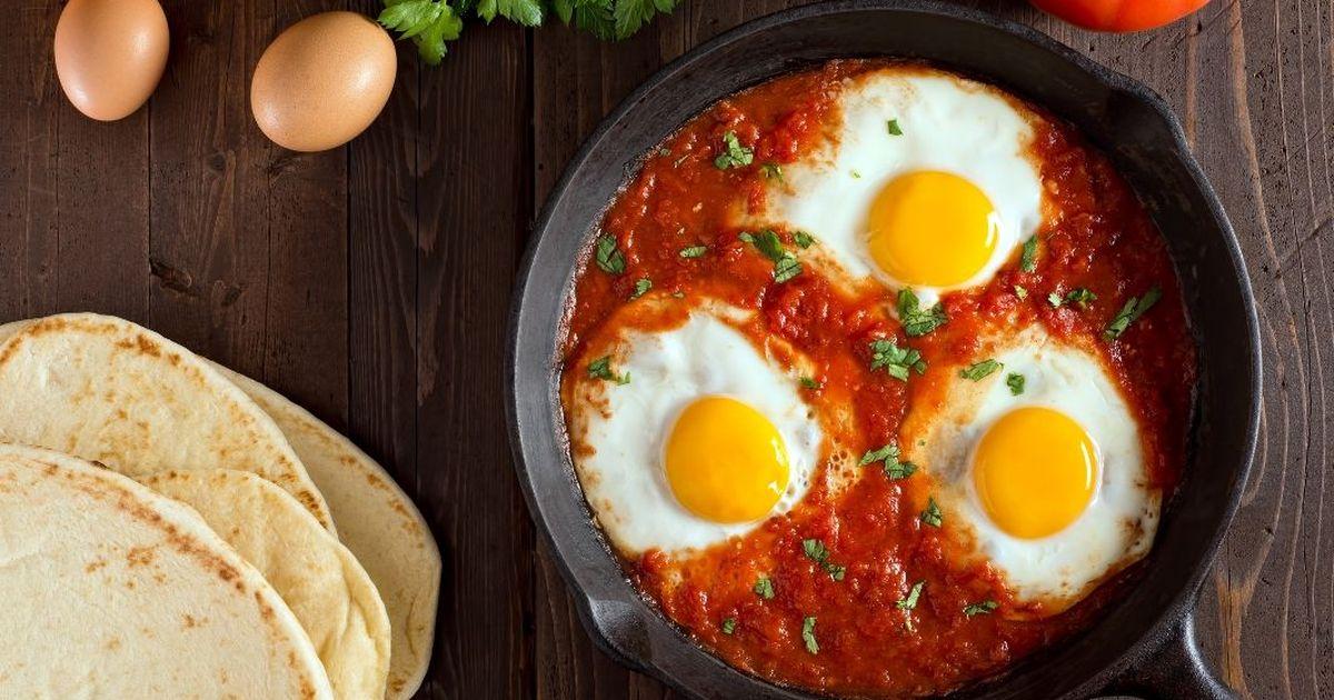 Фото Шакшука - это не просто яичница. Это невероятно вкусный завтрак из яиц, свежих овощей и томатов в собственном соку. С нашим рецептом вы приготовите завтрак, который понравится всей семье без исключения. Начните свое утро правильно!