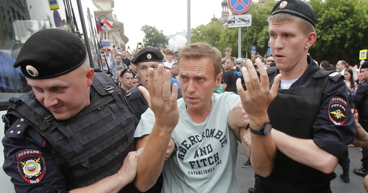 Фото Следователи нашли в офисе Навального в Петербурге избирательные бюллетени