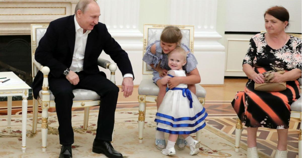 Фото Пишут, Путин отменил пособие на детей 1,5-3 лет. Что на самом деле?