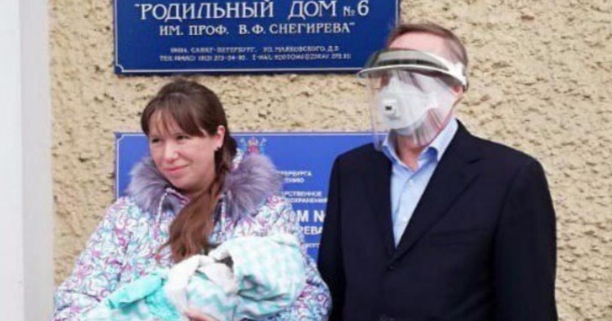 "Фото ""Пошел на инспекцию"": губернатор Санкт-Петербурга за сутки обошел три роддома"