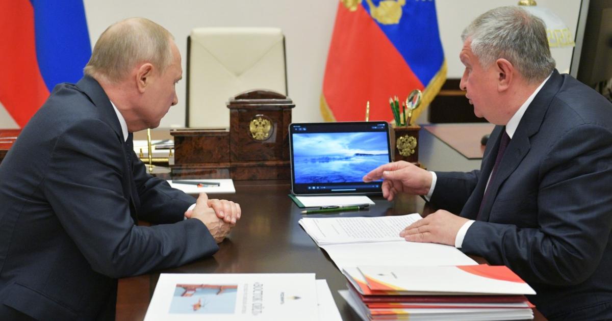 """Фото Всюду клин. Почему рост цен после """"нефтяной войны"""" не устраивает Россию"""