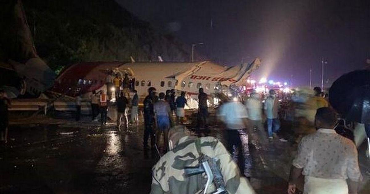 Фото В Индии самолет после посадки раскололся напополам: десятки погибших и раненых