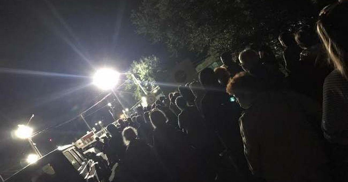 """Фото На админгранице с Крымом люди стояли в огромных очередях - они пытались """"вырваться"""" из оккупации"""