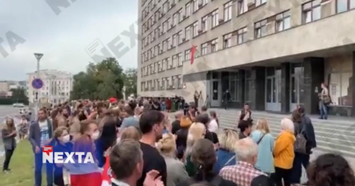 Фото На акцию протеста учителей в Белоруссии подвезли водометы