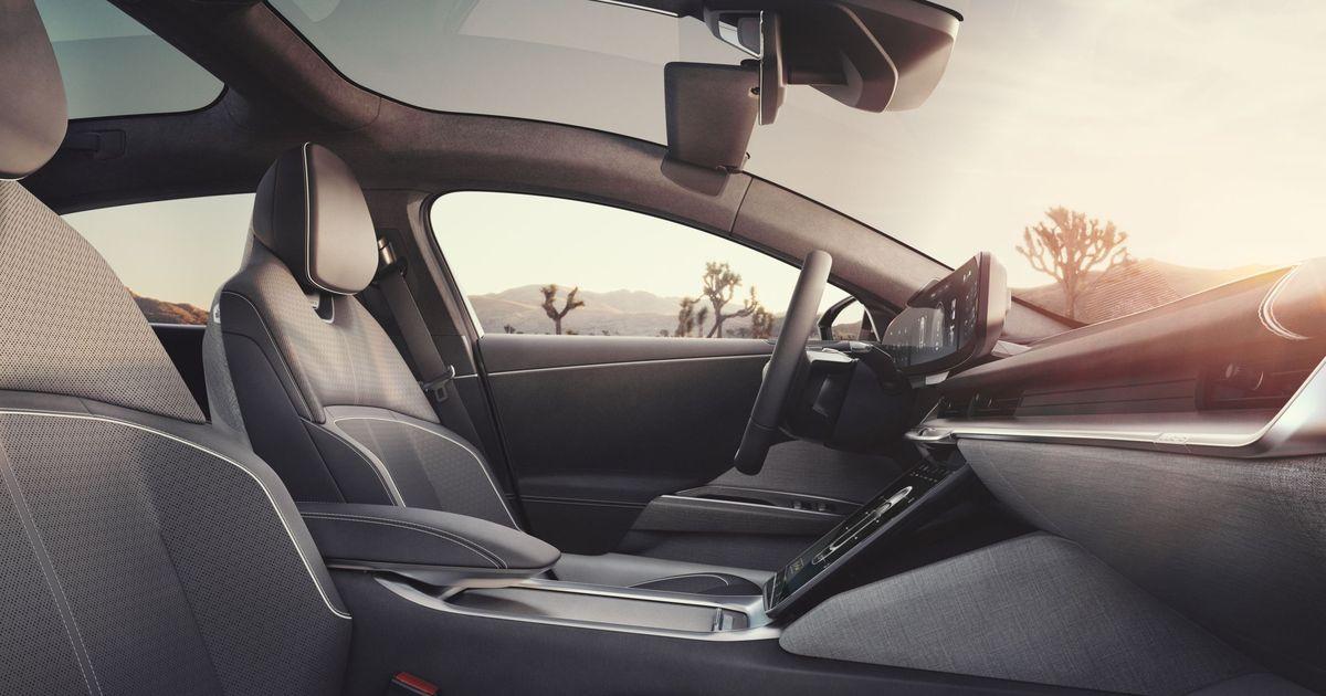 Фото Lucid официально презентовала серийную версию электрического седана Air