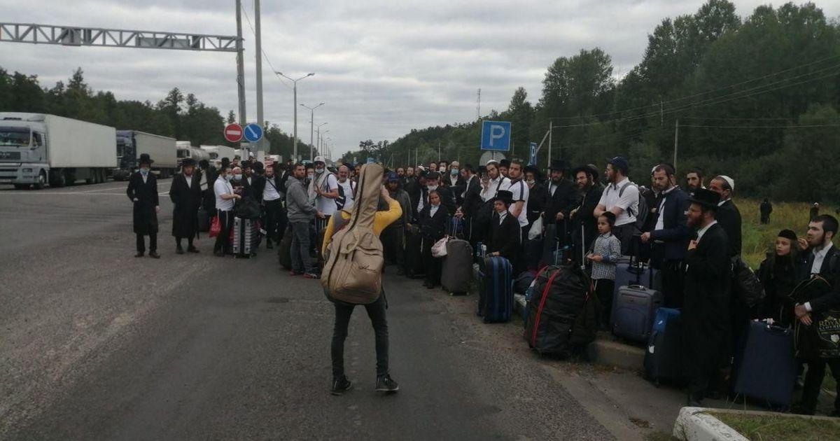 Фото Лукашенко поручил помочь застрявшим на белорусско-украинской границе хасидам
