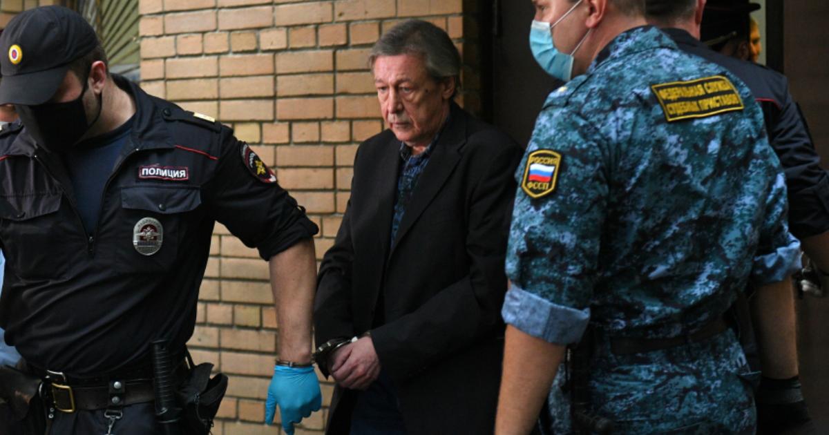 """Фото """"Исповедался и причастился"""": Ефремов раскаялся в тюремном храме"""