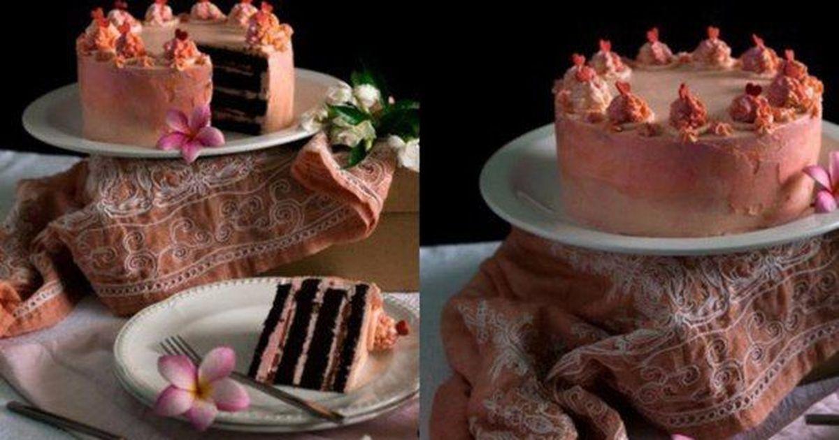 Фото Шоколадный торт с клубникой