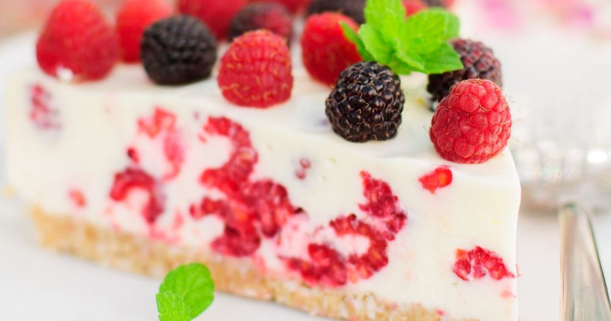 Фото Йогуртовый торт с малиной