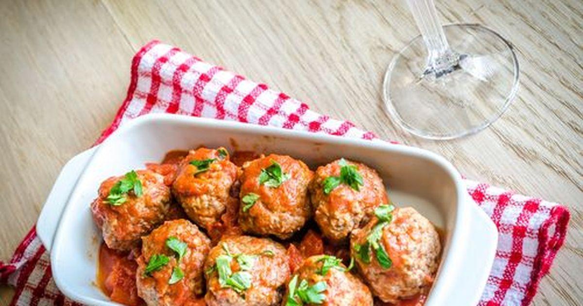 Фото Индюшачьи фрикадельки в остром томатном соусе под сыром
