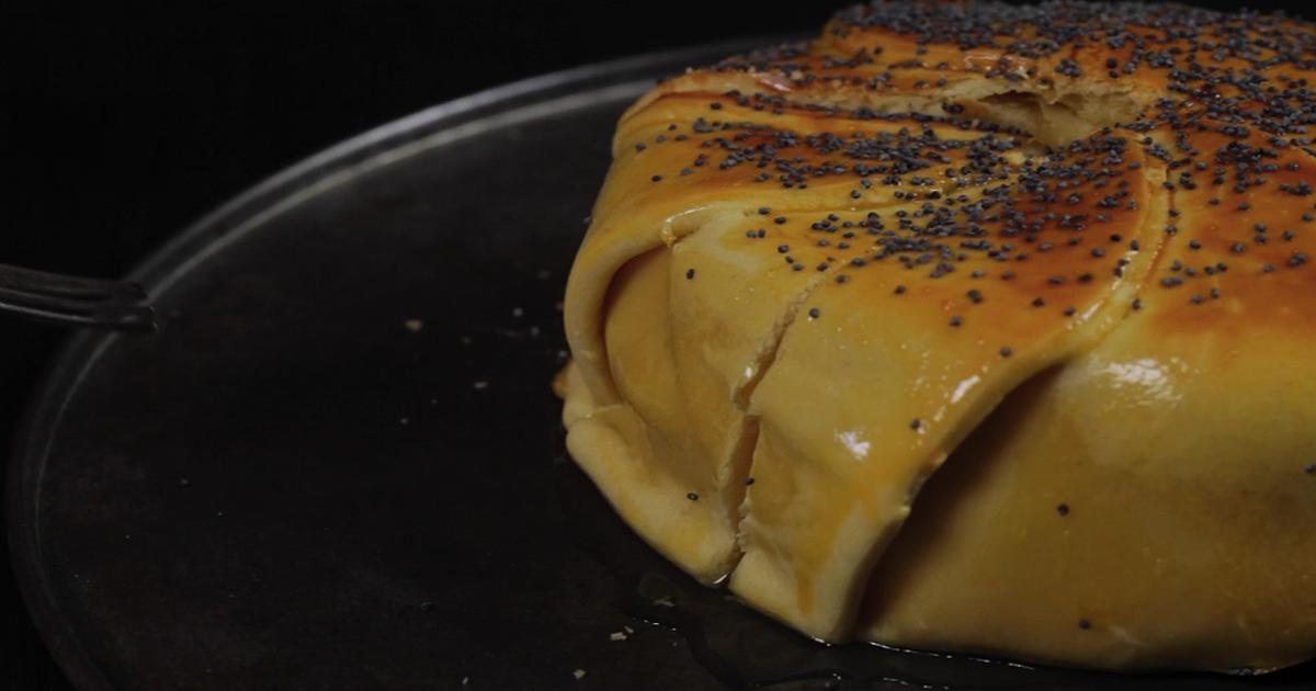Фото Пирог с камамбером и картофелем: видео-рецепт