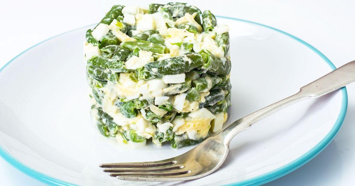 Фото Салат из зеленой фасоли с яйцами