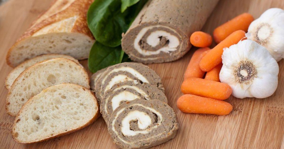 Фото Печёночный рулет с сырной начинкой