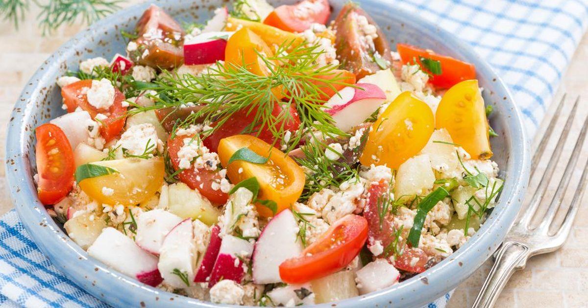 Фото Весенний салат из редиса с творогом