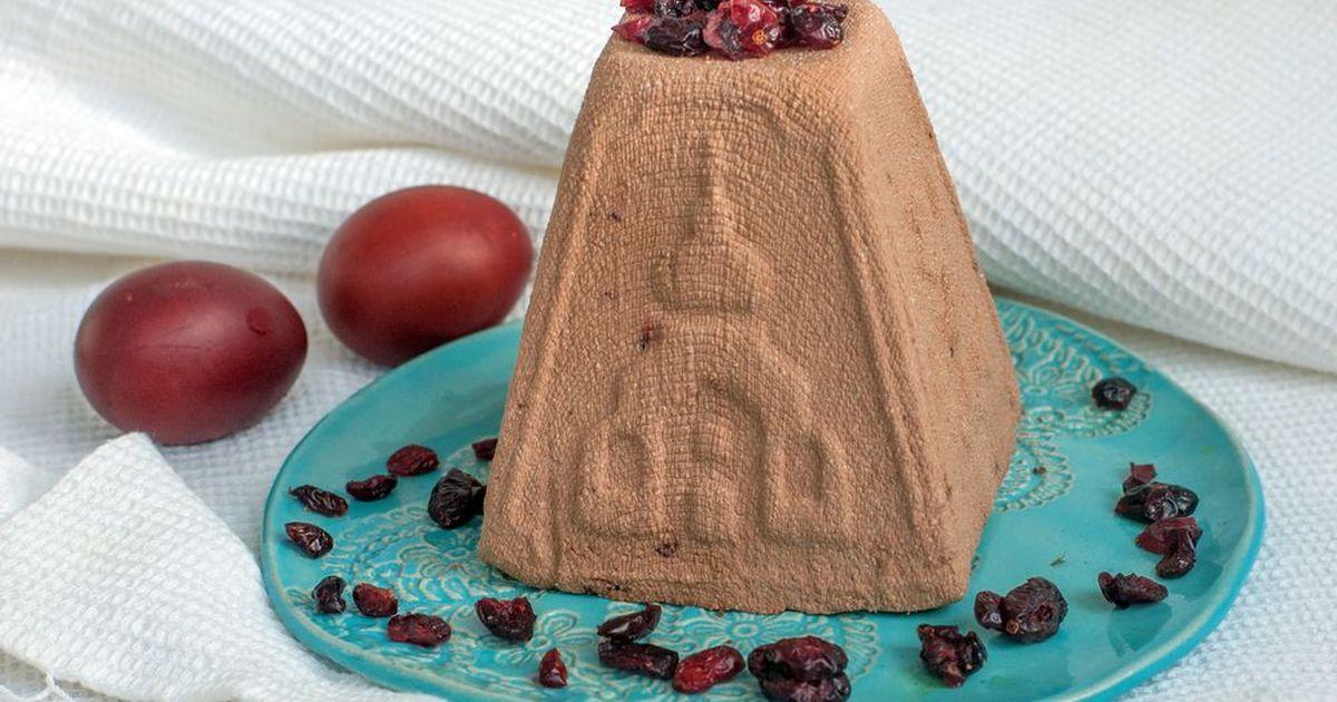 Фото Творожная пасха с шоколадом и черносливом
