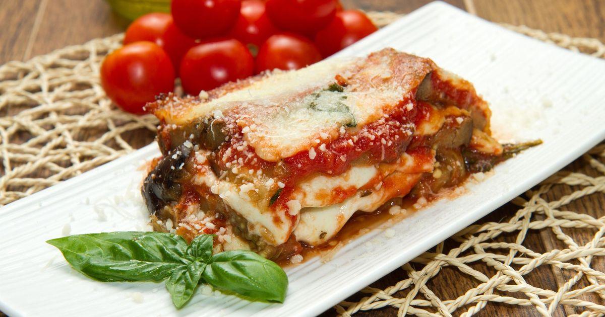 Фото Баклажаны с сыром и томатным соусом
