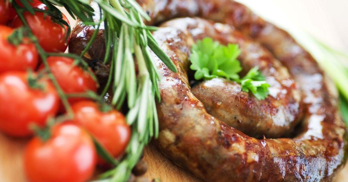 Фото Пасхальная домашняя колбаса из свинины с чесноком