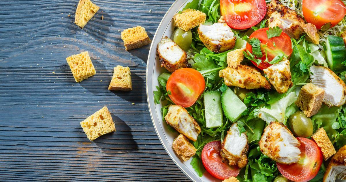 Фото Салат из курицы и свежих овощей