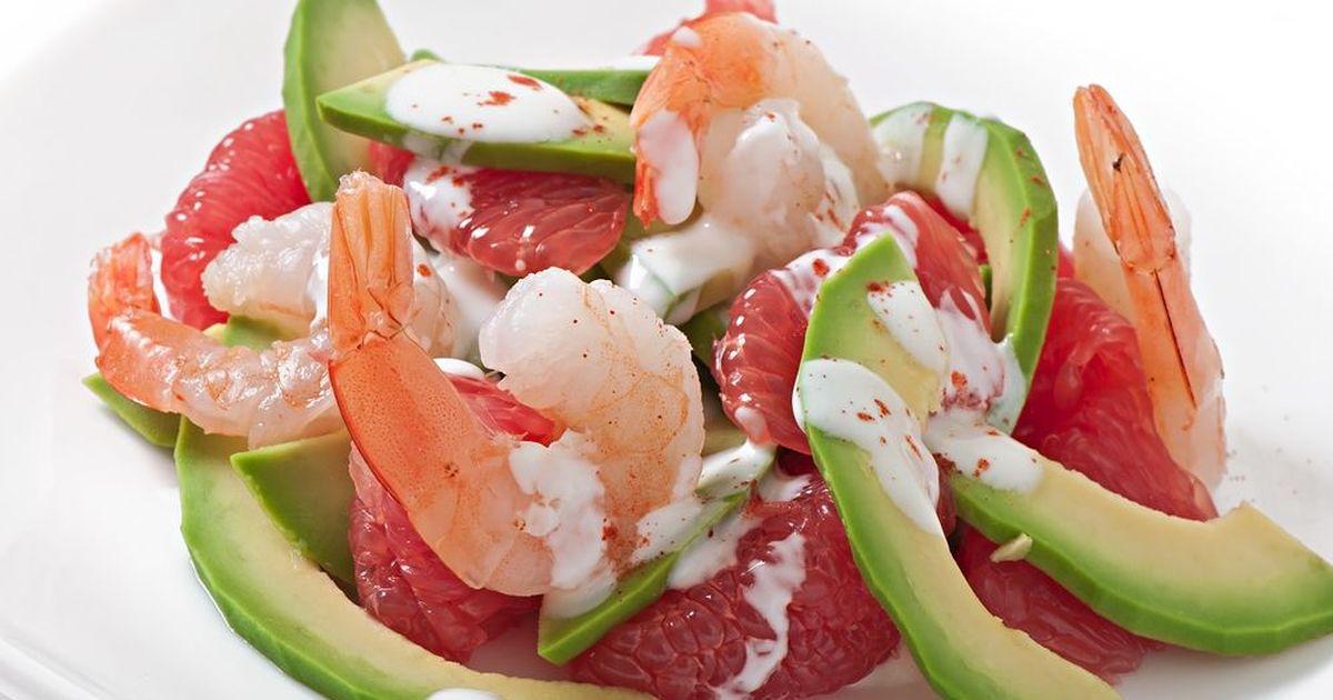 Фото Салат из авокадо, креветок и грейпфрута