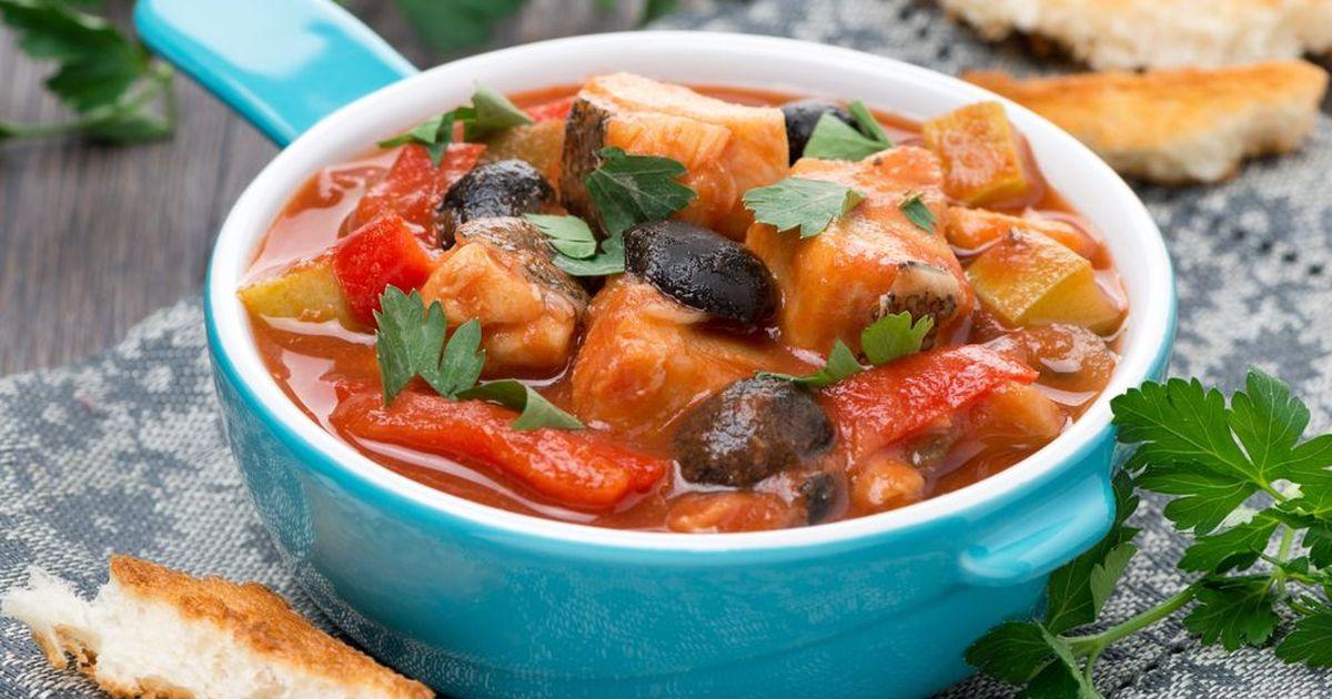 Фото Тушеная треска с оливками и овощами