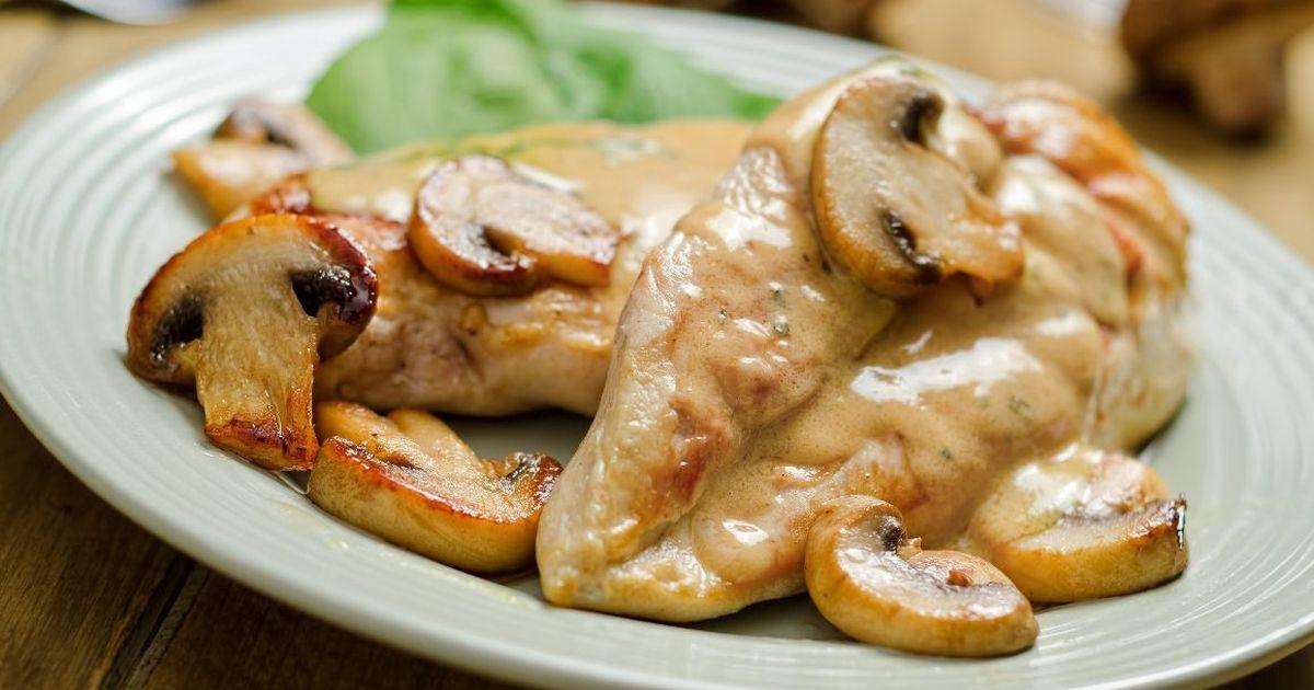 Фото Куриное филе с грибами, запеченное в йогурте