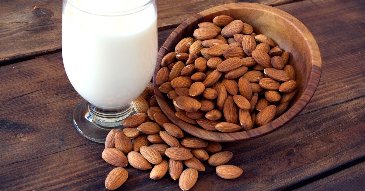 Фото Миндальное молоко
