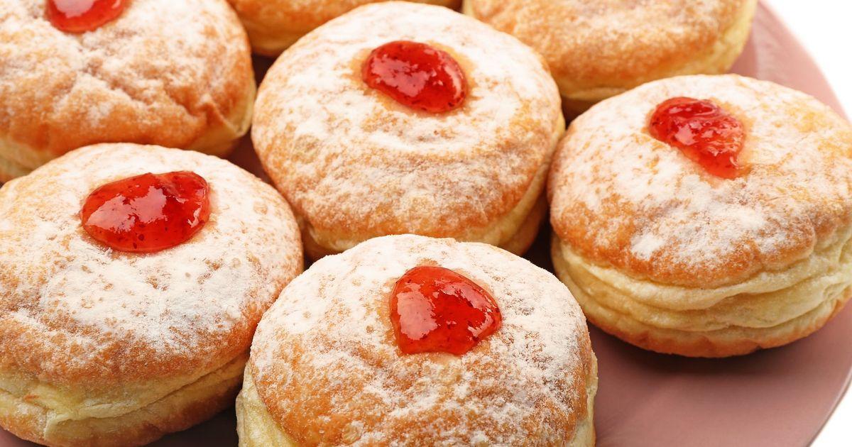 Фото Пончики с клубничным джемом