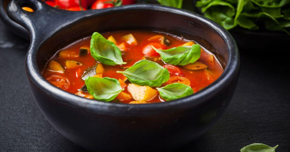 Фото Густой и вкусный овощной суп Минестроне