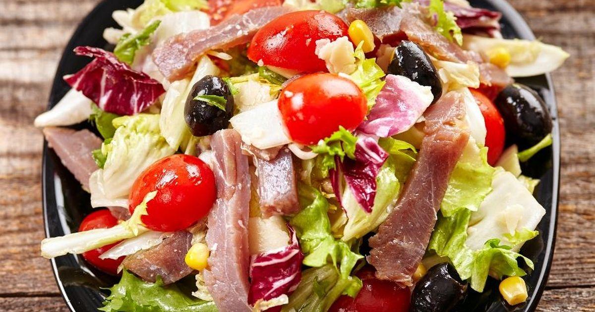 Фото Вкусный и легкий салат с тунцом