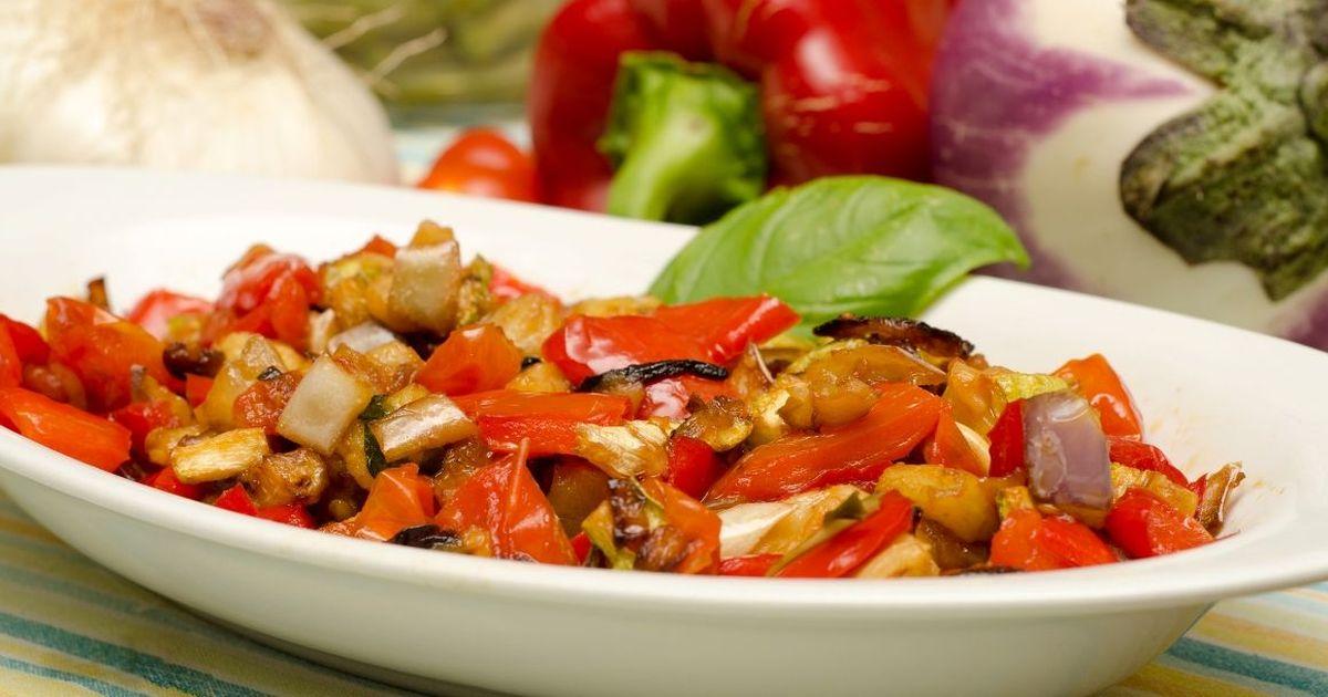 Фото Сытный салат из баклажанов