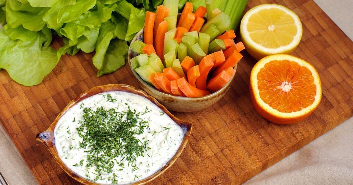 Фото Творожный соус с зеленью и чесноком