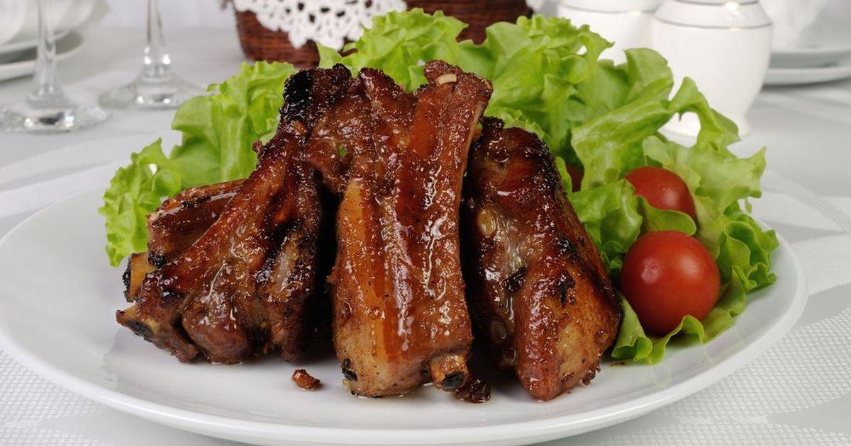 Фото Запеченные свиные рёбрышки, маринованные в кока-коле и соусе барбекю