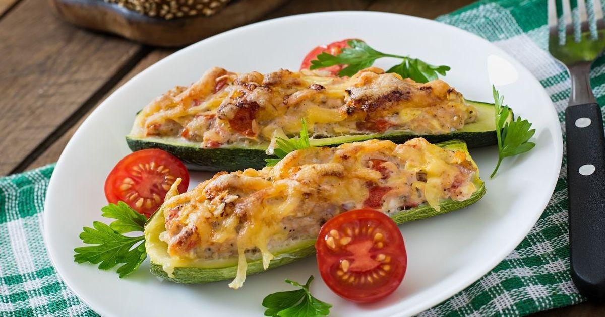 Фото Вкуснейшие кабачки, фаршированные курицей и овощами