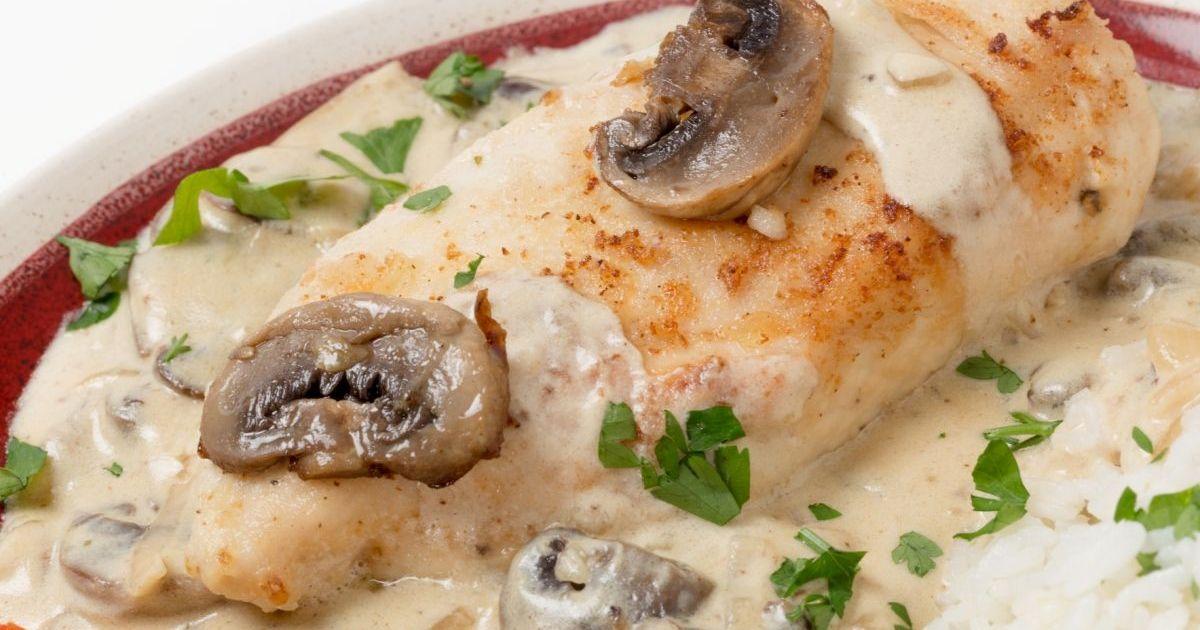 Фото Нежнейшее куриное филе, запеченное с грибами в йогурте