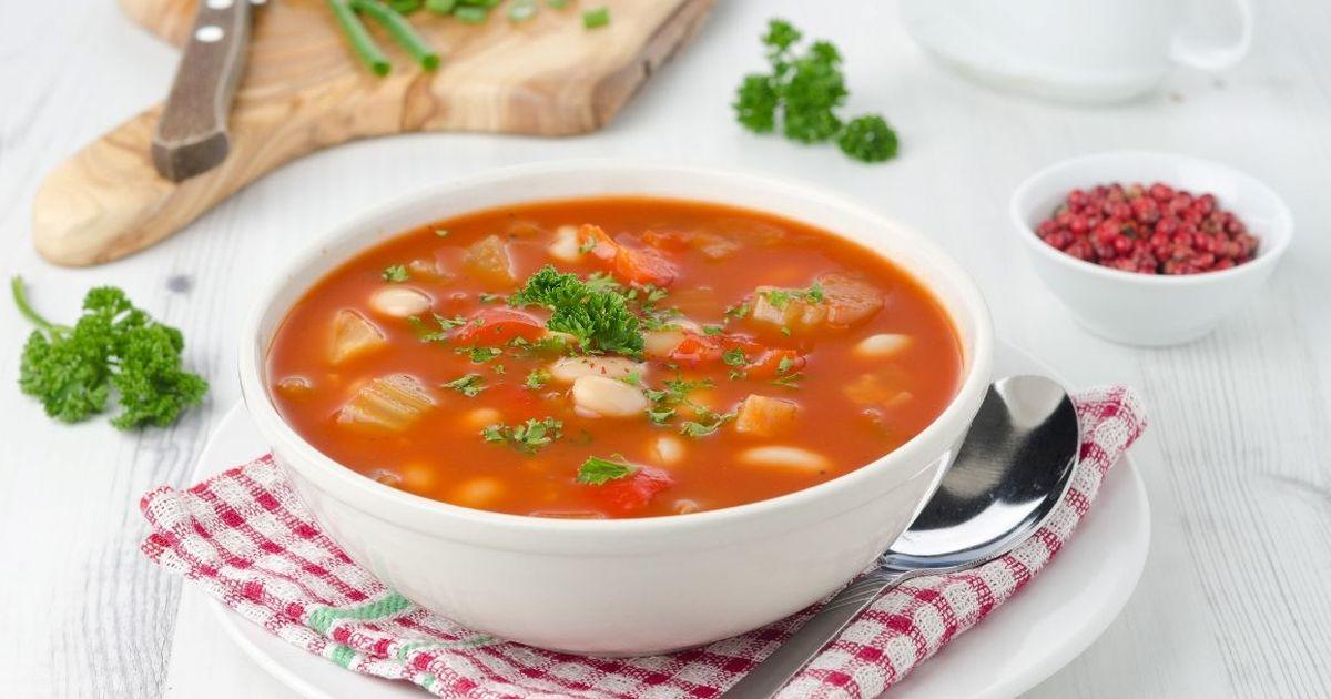 Фото Томатный суп с фасолью и курицей