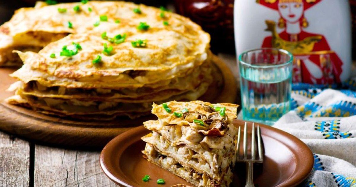 Фото Блинный торт с курицей и грибами