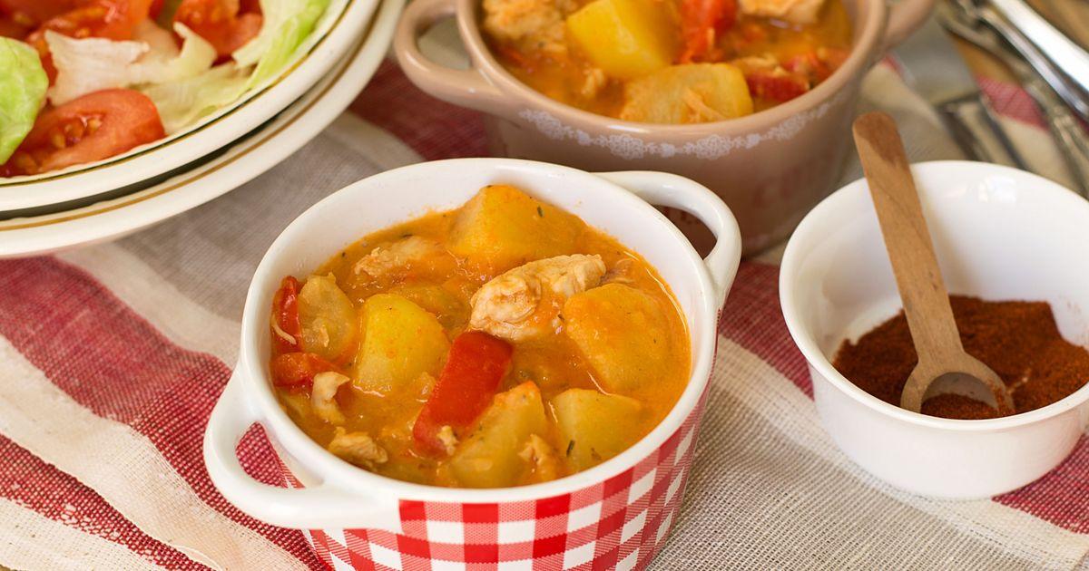 Фото Венгерский паприкаш с курицей и картофелем