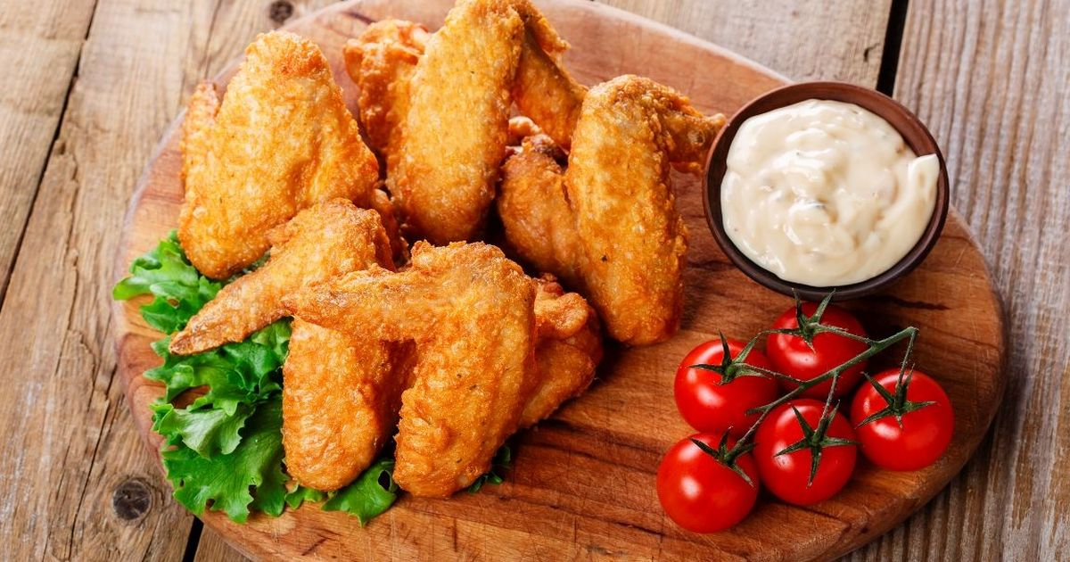 Фото Аппетитные куриные крылышки в кляре