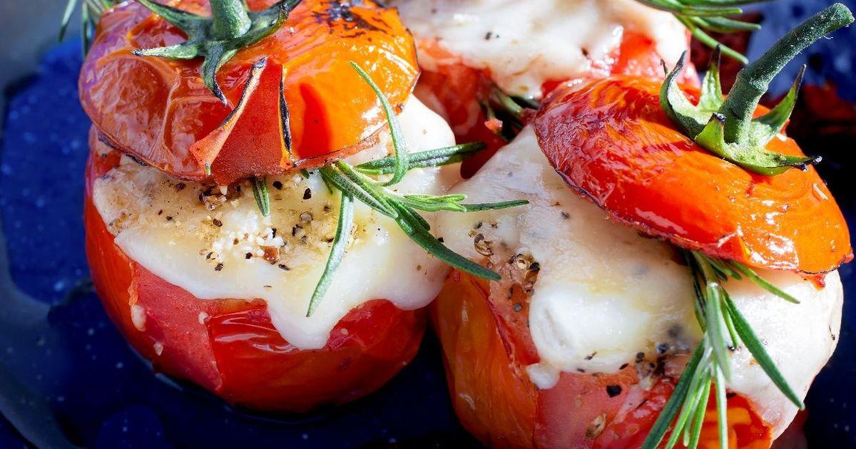 Фото Аппетитные фаршированные помидоры